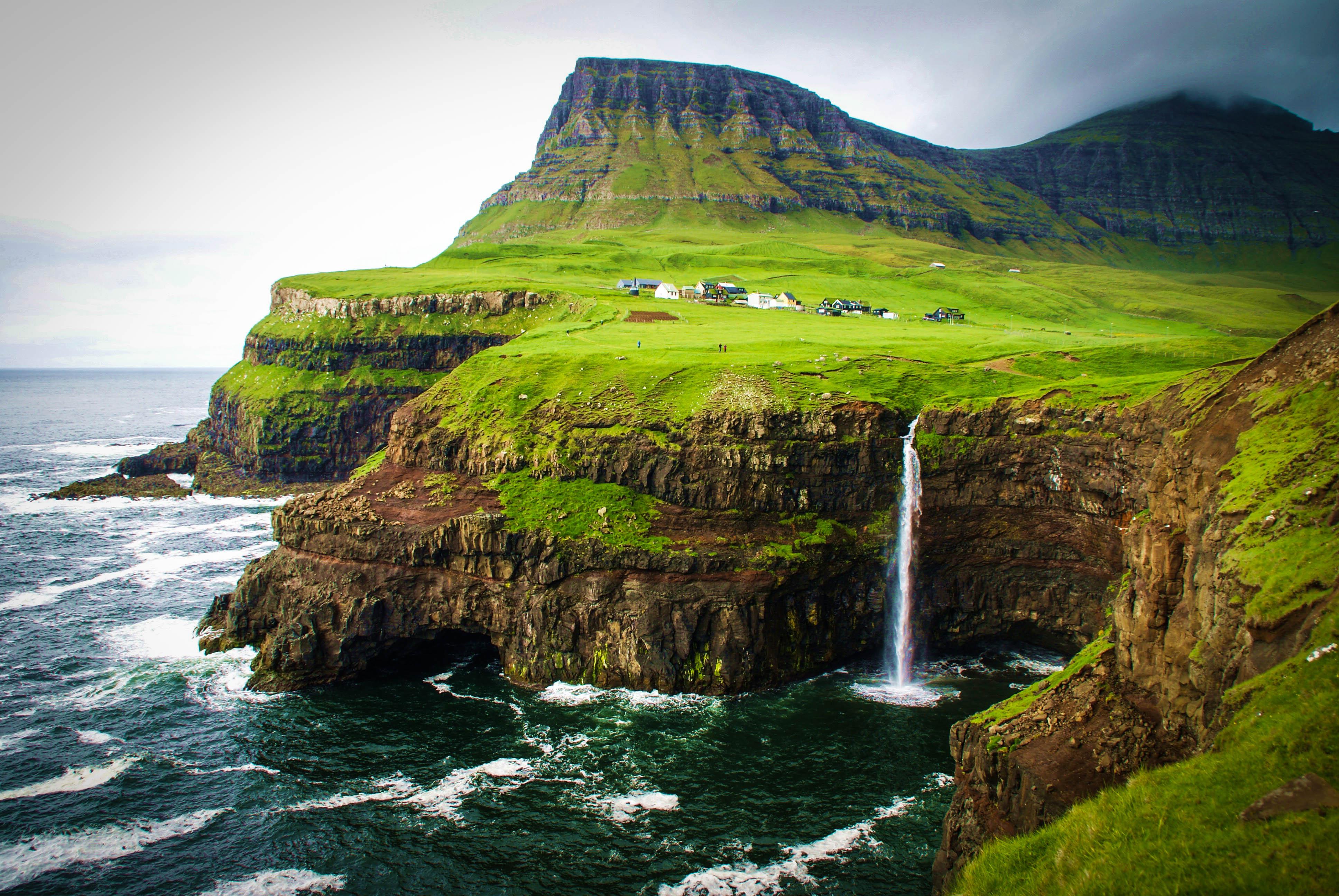 Utsikt mot Gasadalur på Færøyene