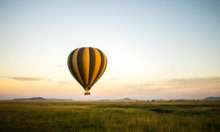 I varmluftsballong over Serengeti