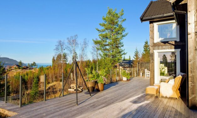 Bo i luksushytter hos Mjøsli Lodge