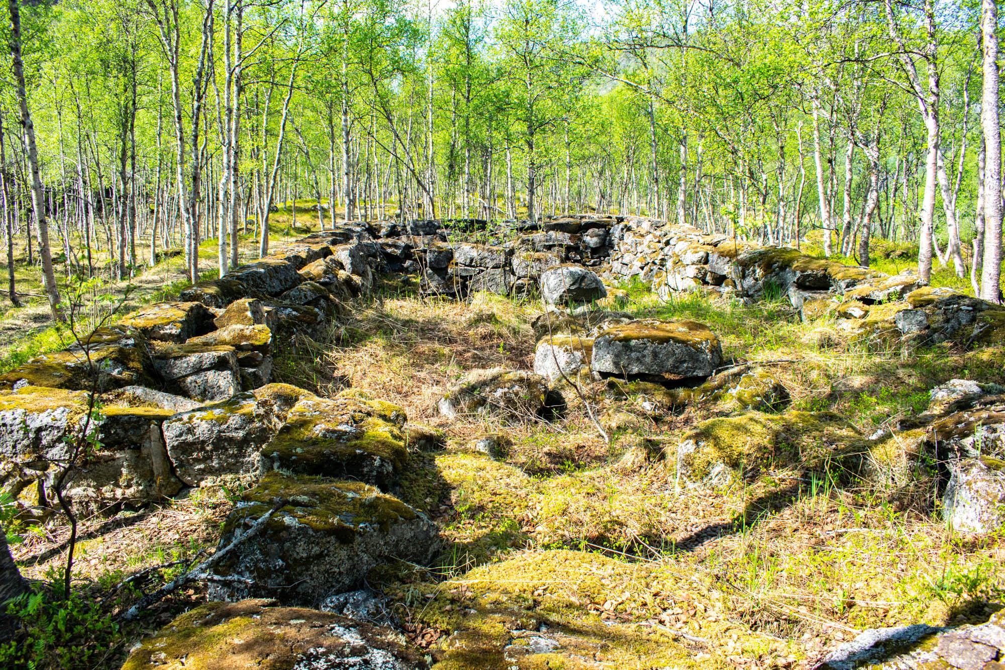 Ruiner langs Rallarveien til Rombaksbotn