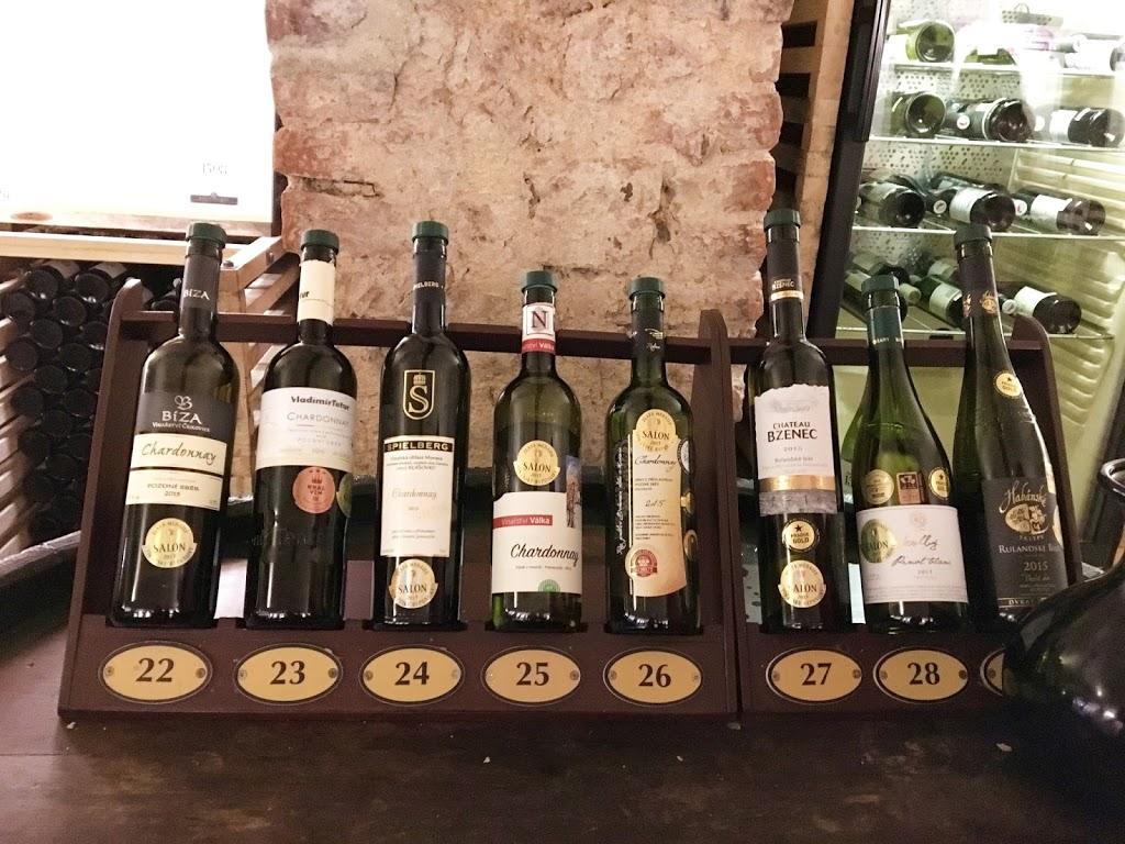Ett vinglass – 100 viner!